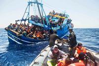 البحر الأبيض المتوسط: فقدان ما لا يقل عن 17 مهاجرا بعد غرق قاربهم قبالة سواحل تونس