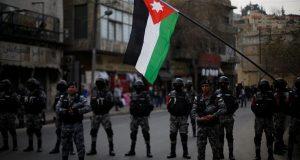 شاهد..اشتباكات بالأردن بين الأمن وأنصار برلماني أثار جدلا