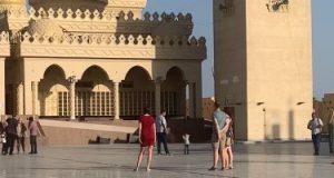 شاهد.. سياحة الأجانب بمدن الغردقة وعلى رأسها مسجد الميناء الكبير.. صور