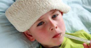 كيف تتخلصين من ارتفاع درجة حرارة طفلك بدون مضادات حيوية؟