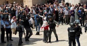 مستوطنون يقتحمون حى الشيخ جراح وسط حماية قوات الاحتلال الإسرائيلى