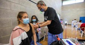 أحدث الخرافات حول اللقاح: يجعلك ممغنطاً