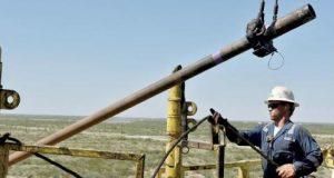 النفط يبدد «مكاسب الطلب» في دوامات «الفائدة»