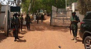 مقتل شرطي وخطف أكثر من 80 طالباً في هجوم على مدرسة نيجيرية