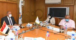 محافظ قنا يترأس اجتماع متابعة تنفيذ مشروعات حياة كريمة