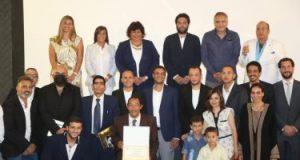 وزيرة الثقافة تكرم صناع فيلم ريش الفائز بجائزة أسبوع النقاد بمهرجان كان السينمائى
